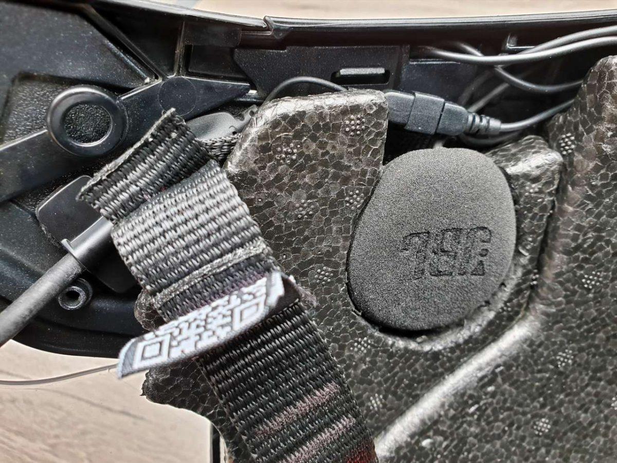 Umbau Nolan N40 mit Cardo PACKTALK Bold JBL Lautsprecher links