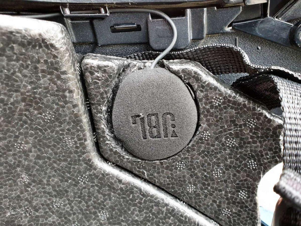 Umbau Nolan N40 mit Cardo PACKTALK Bold JBL Lautsprecher rechts